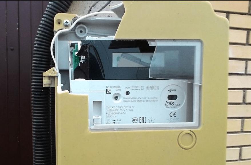 Механическое повреждение электросчётчика